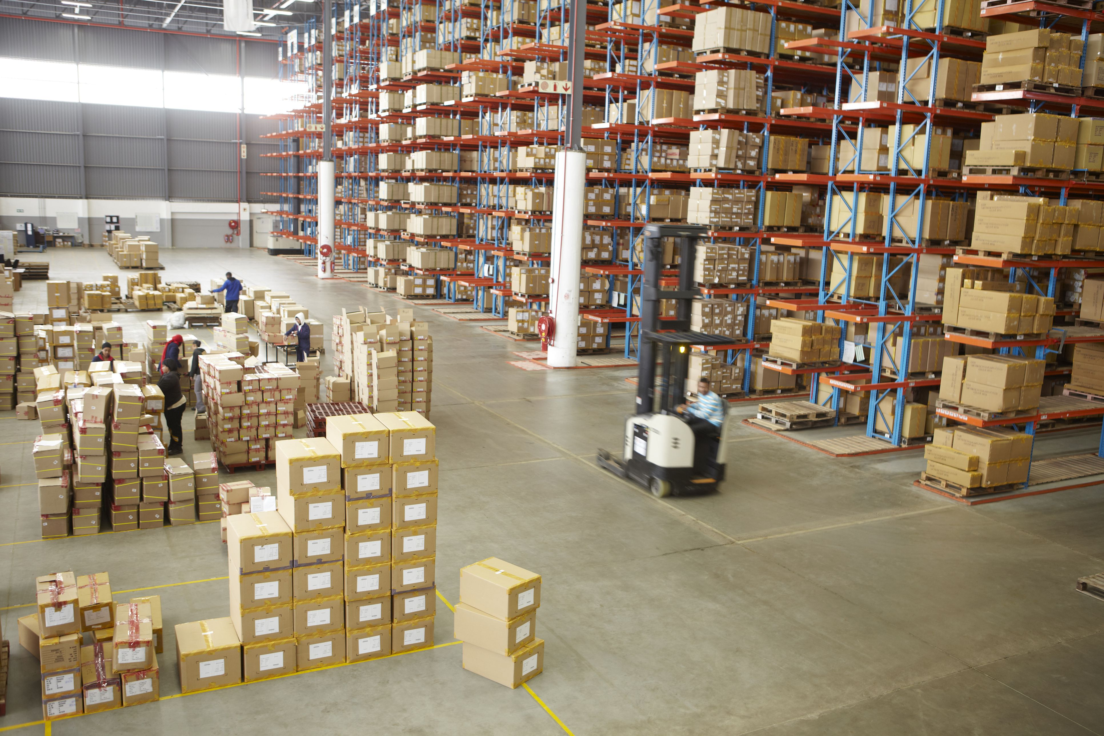 Distribution warehouse for online shopping company