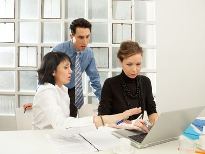 Managers reviewing online job applications