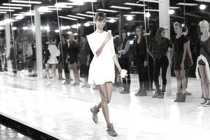 Model Karlie Kloss Checks Her Phone During Prabal Gurung Show Rehearsal