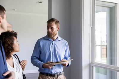 Home inspector discusses issues with homeowners