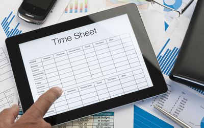 What is the Difference Between Hourly and Salary Employees?