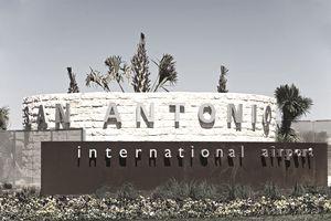 USA, Texas, San Antonio, sign at entrance to airport