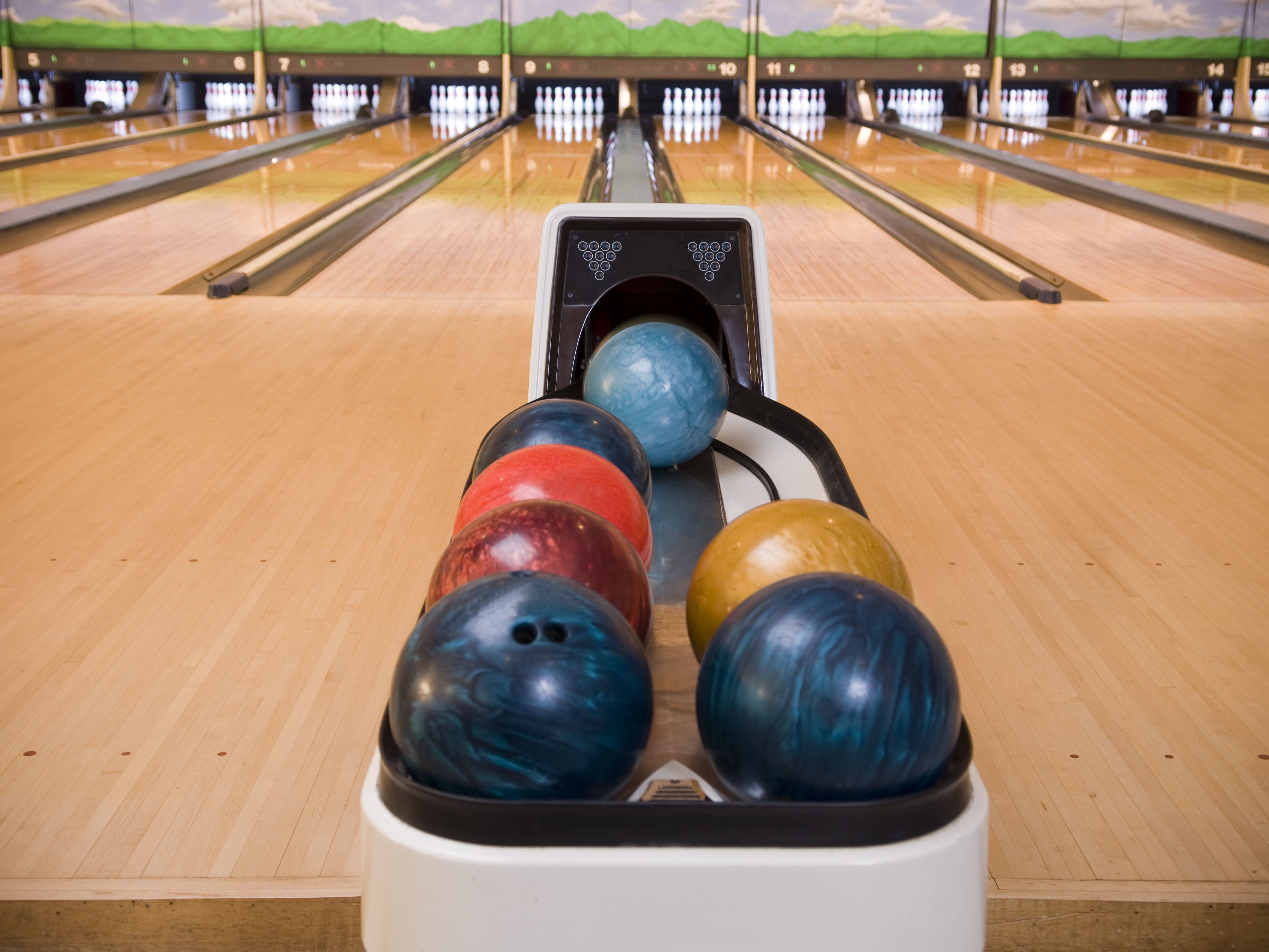 Why Bowling Is A Good Team Building Exercise