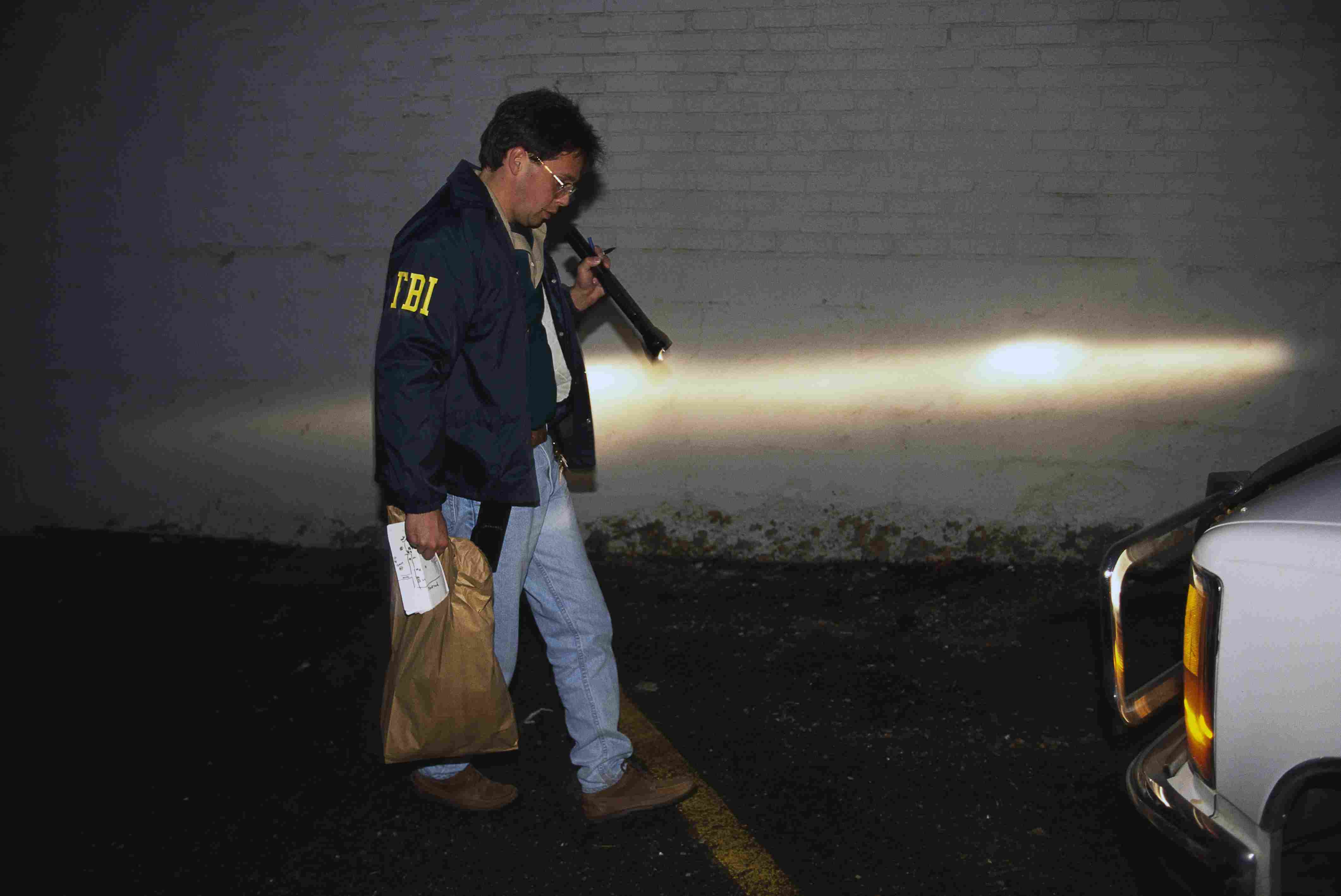 FBI agent looking for evidence