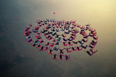 Parachute team in perfect synchronization