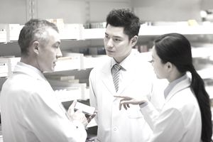 A pharmacist talking to students