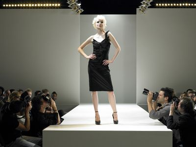 Paparazzi photographing fashion model on catwalk 2d2618a66895