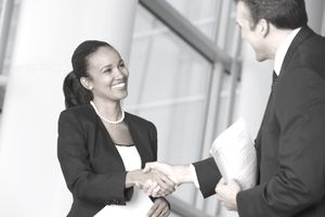 business_people_handshake_88752051.jpg