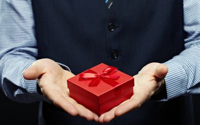 how much should i spend on a gift for my boss