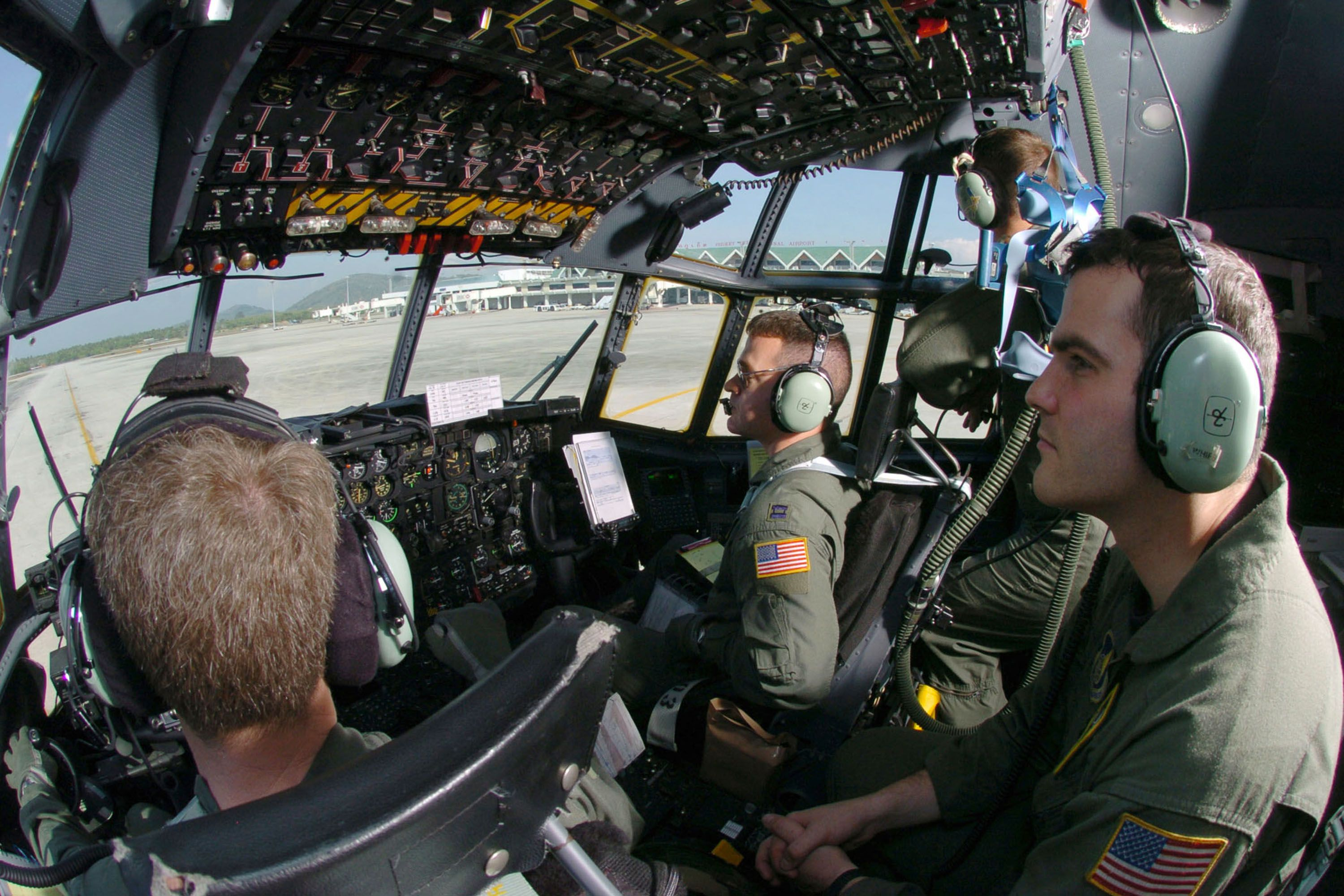 how to become flight engineer