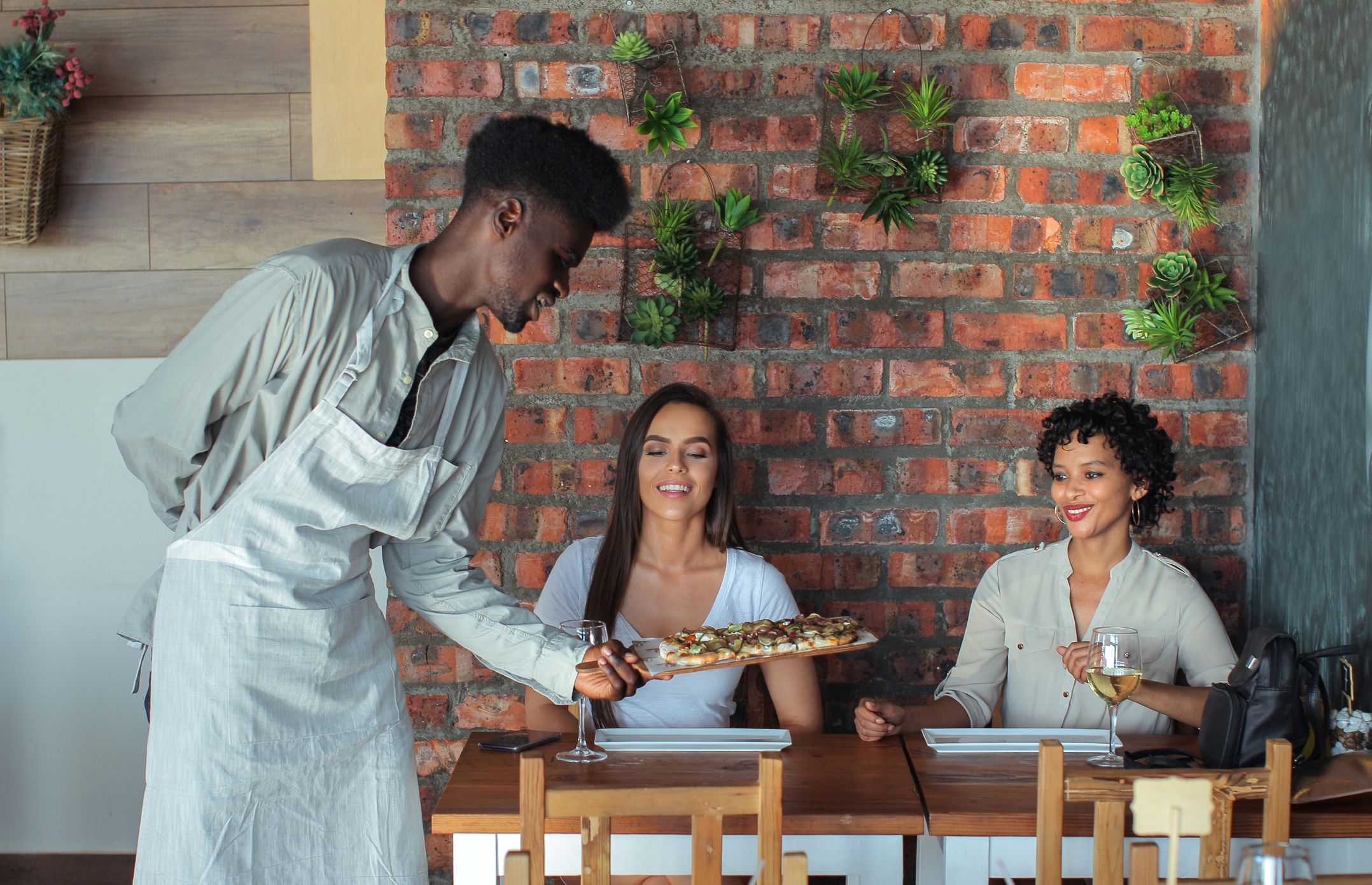 How You Can Get A Job As A Waiter In A Restaurant