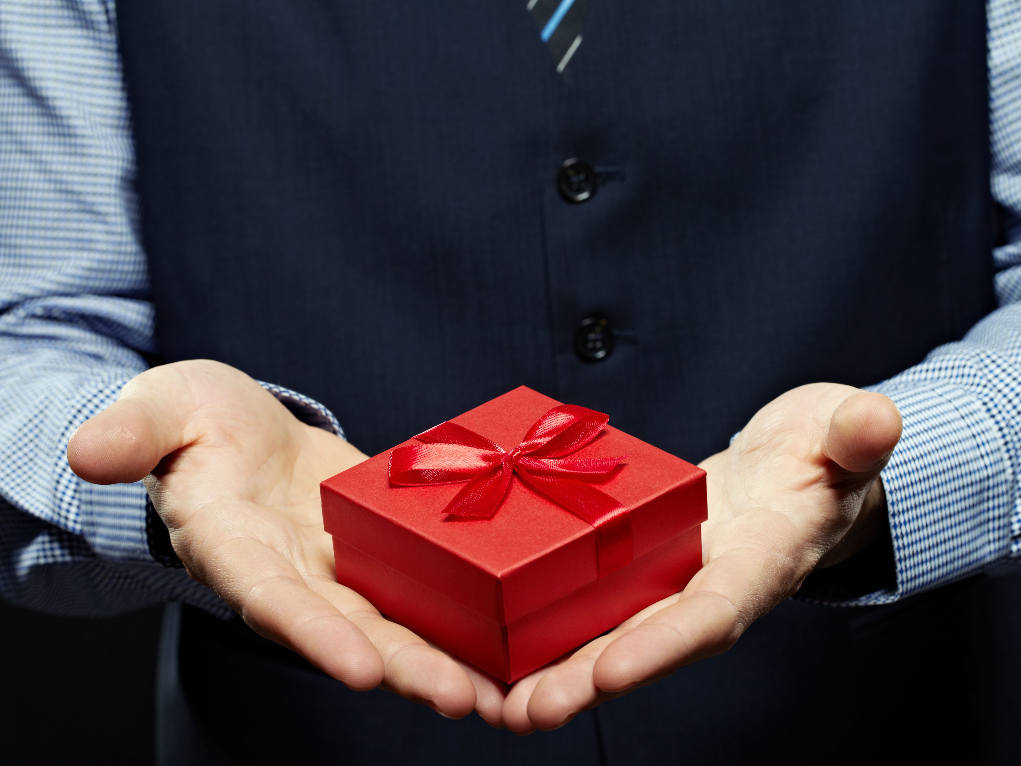 Christmas Vacation Boss Gift.How Much Should I Spend On A Gift For My Boss