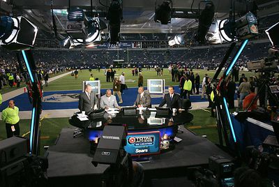 Green Bay Packers vs Dallas Cowboys in the news room
