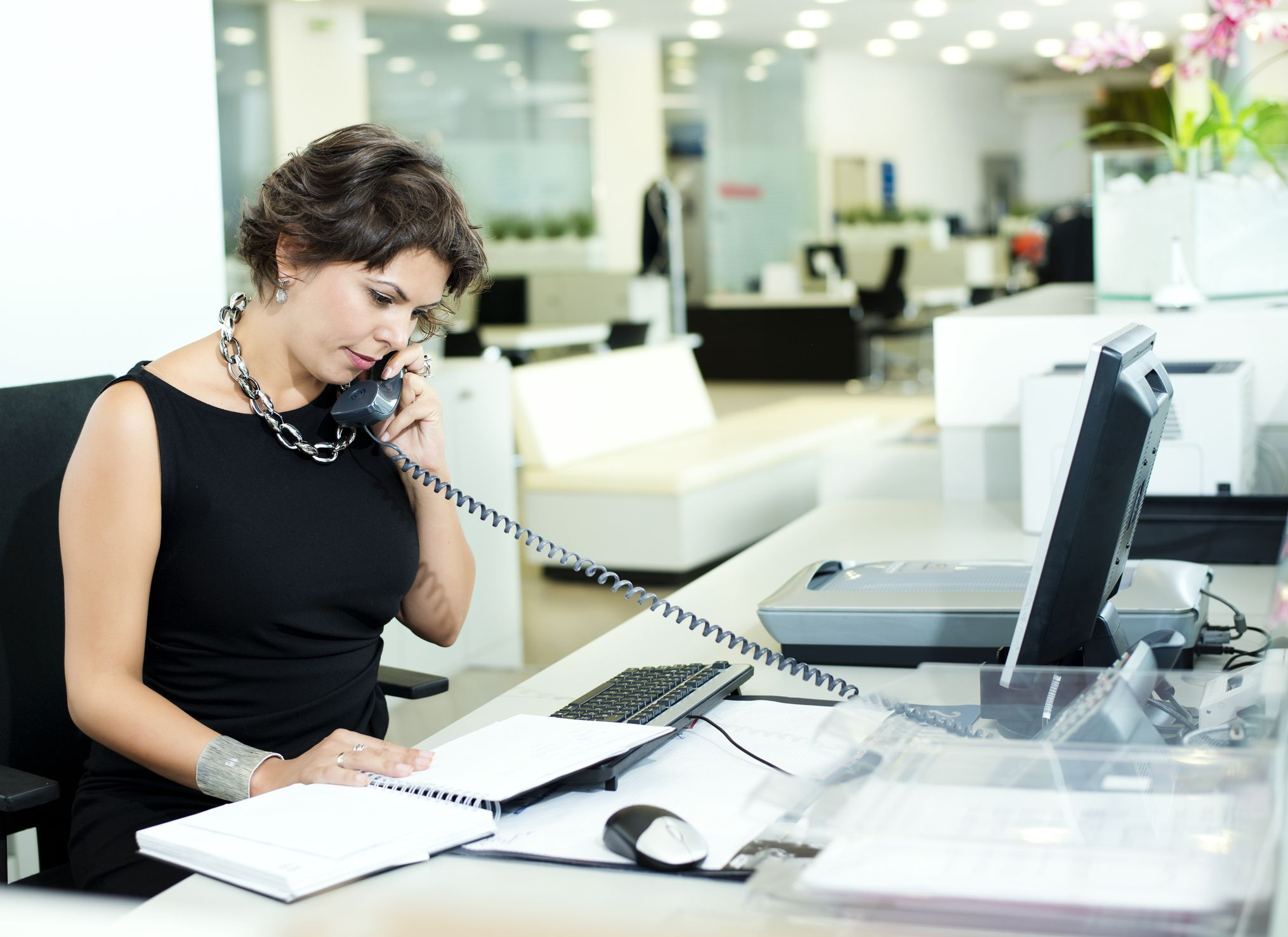 Common Receptionist Interview Questions and Best Answers