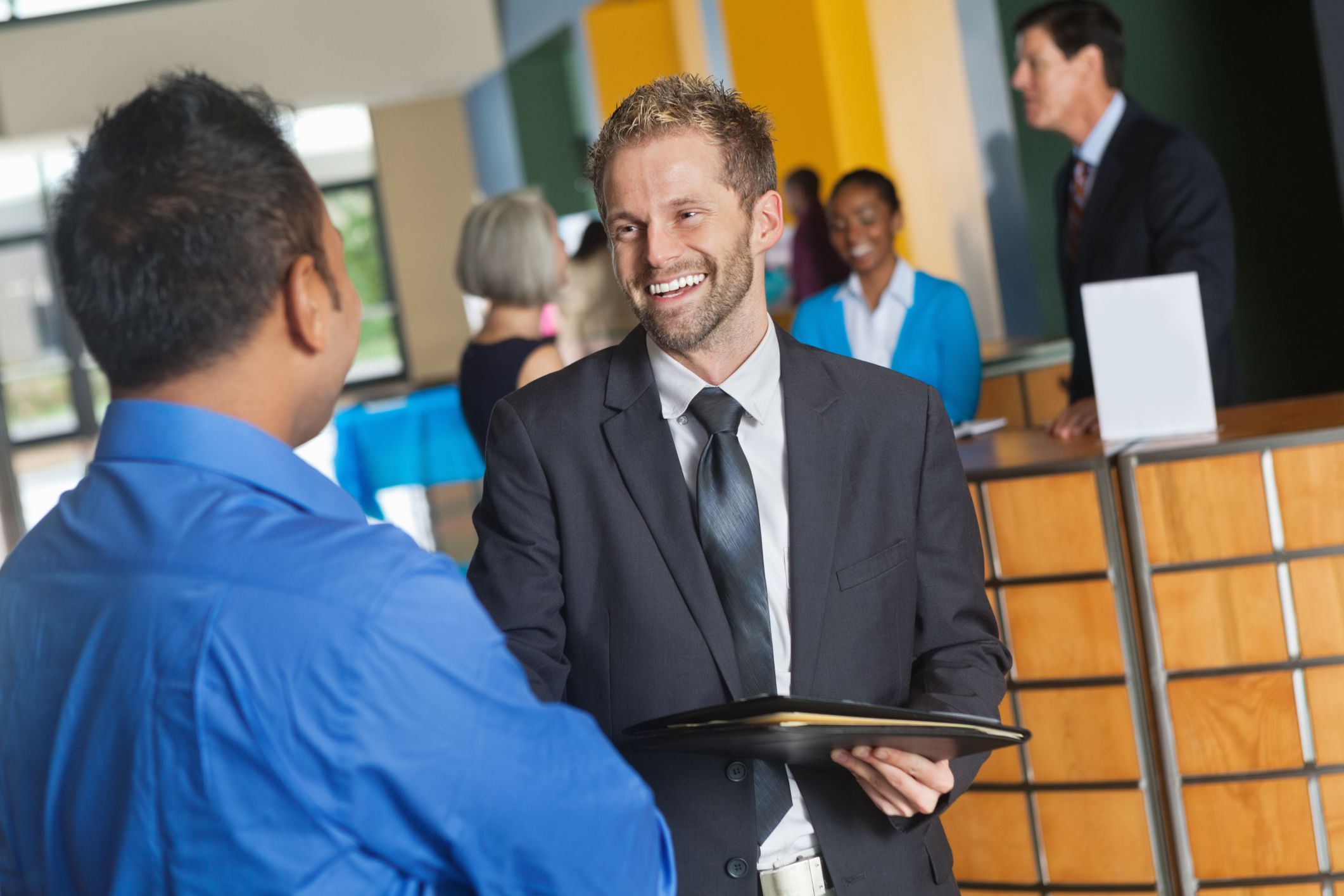 How to Introduce Yourself at a Job Fair