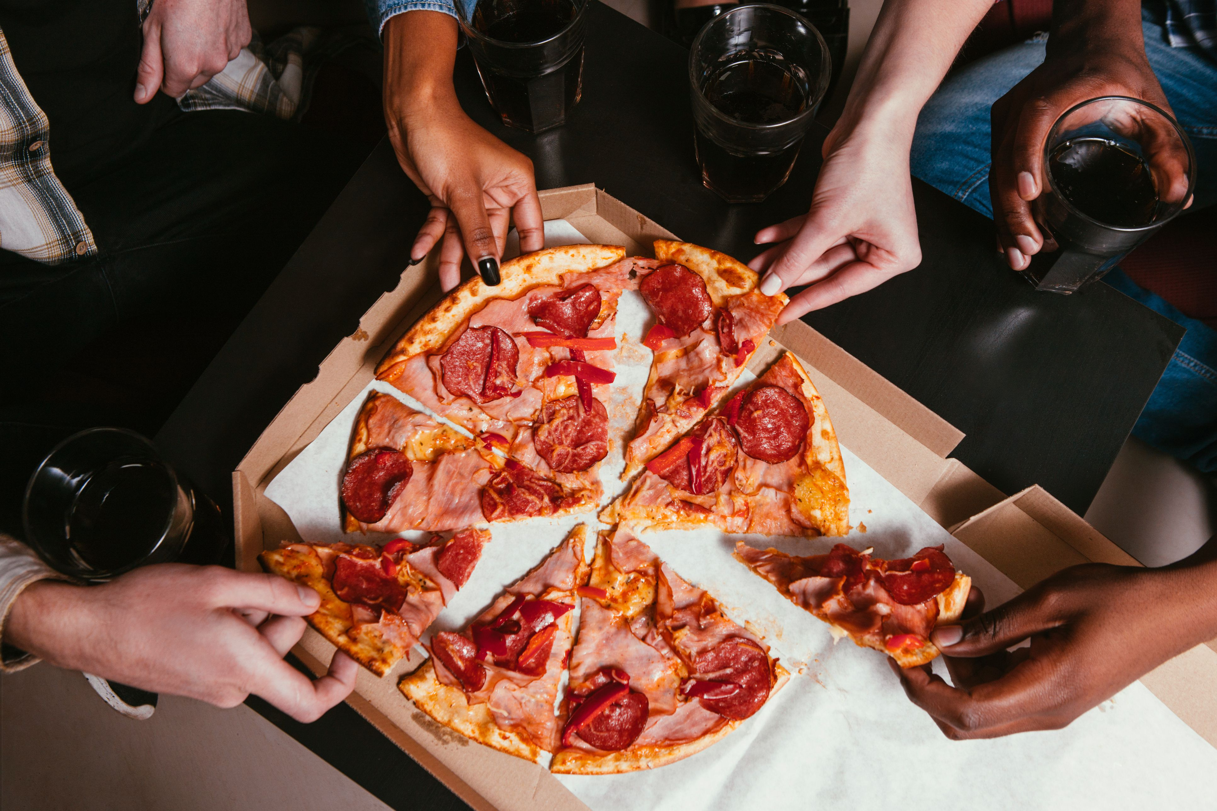 How Much To Tip Pizza Delivery Drivers - Round table small pizza price