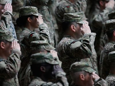 US Army Soldiers Salute