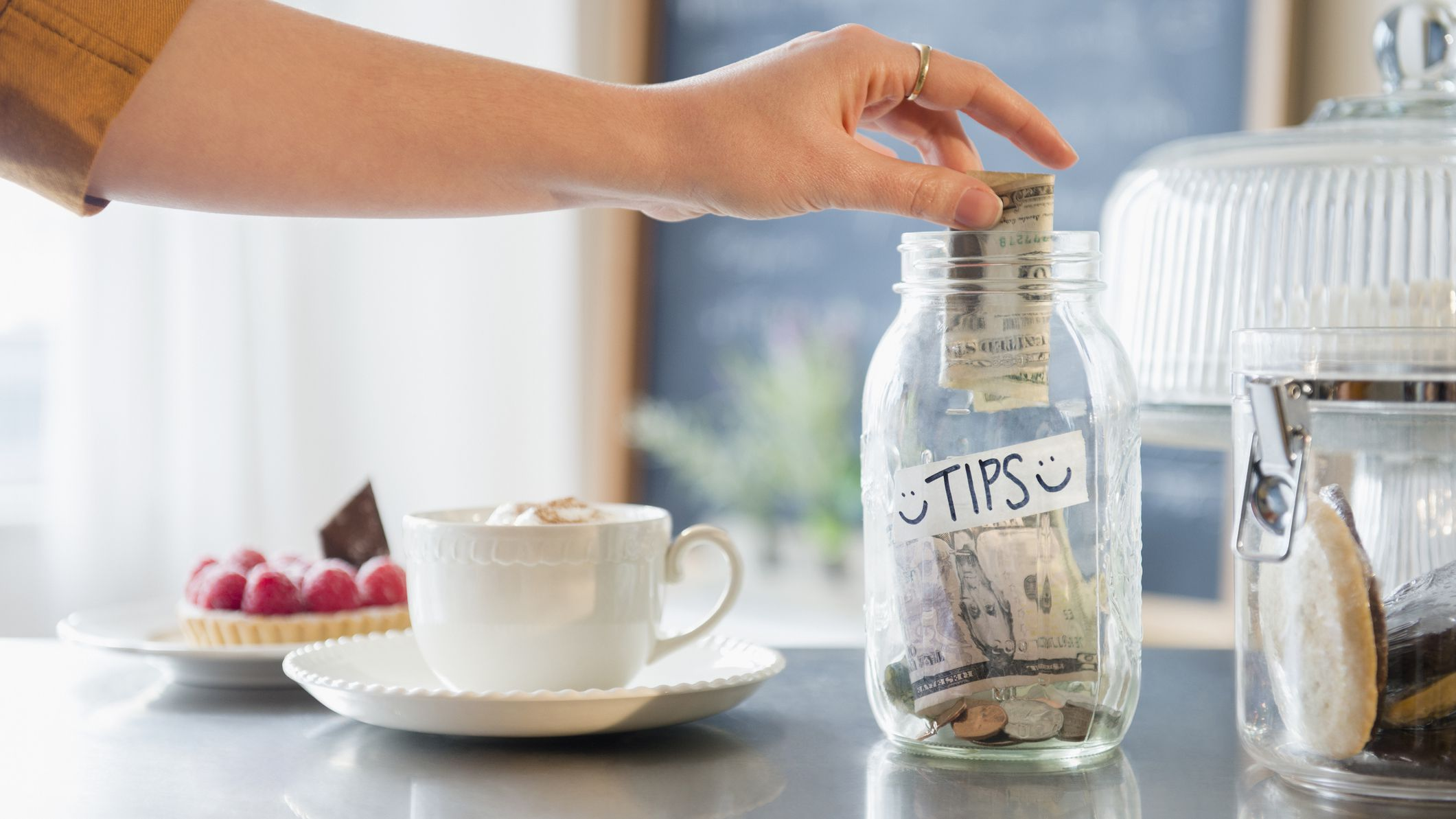 Business Etiquette Tips Do I Have To Put Money Into A Tip Jar