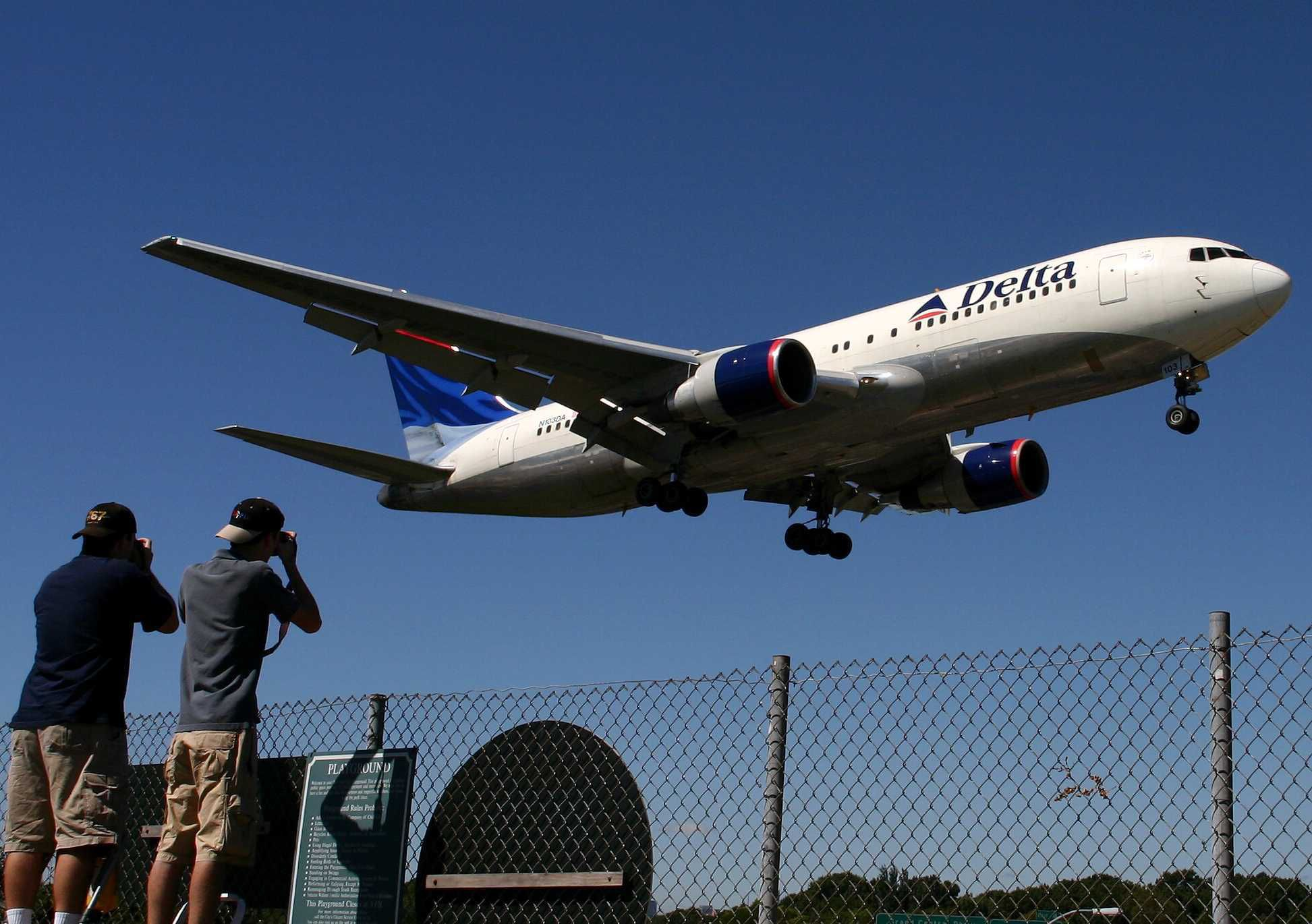 A Beginner's Guide to Plane Spotting
