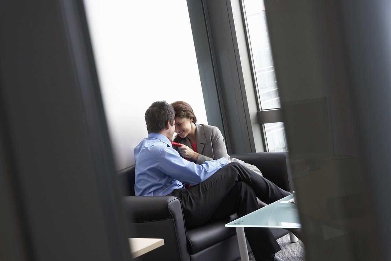 Reasons to Avoid an Office Romance