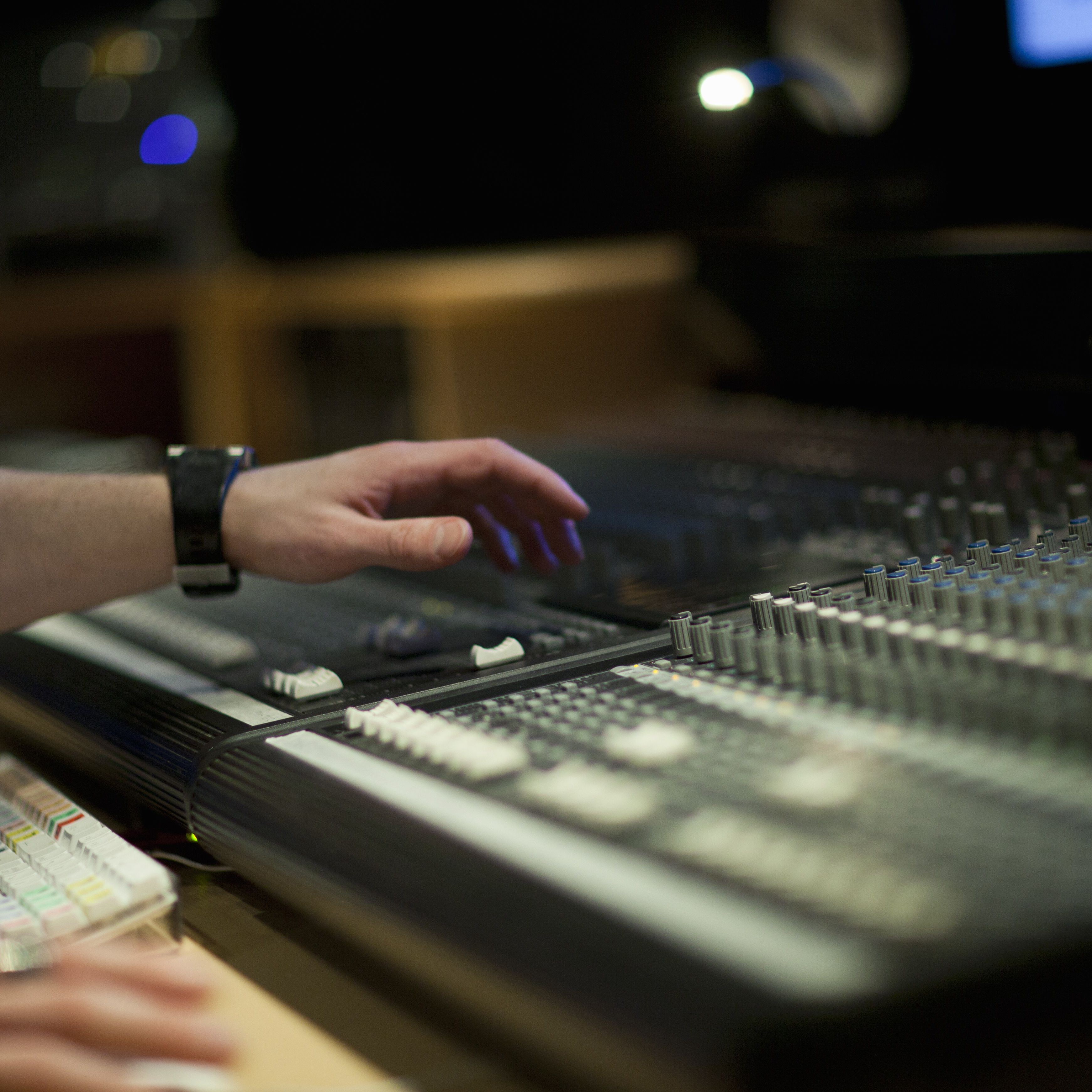 Difference Between Mixing and Mastering Audio Recording