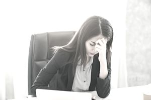 Woman who is experiencing extreme anxiety at work