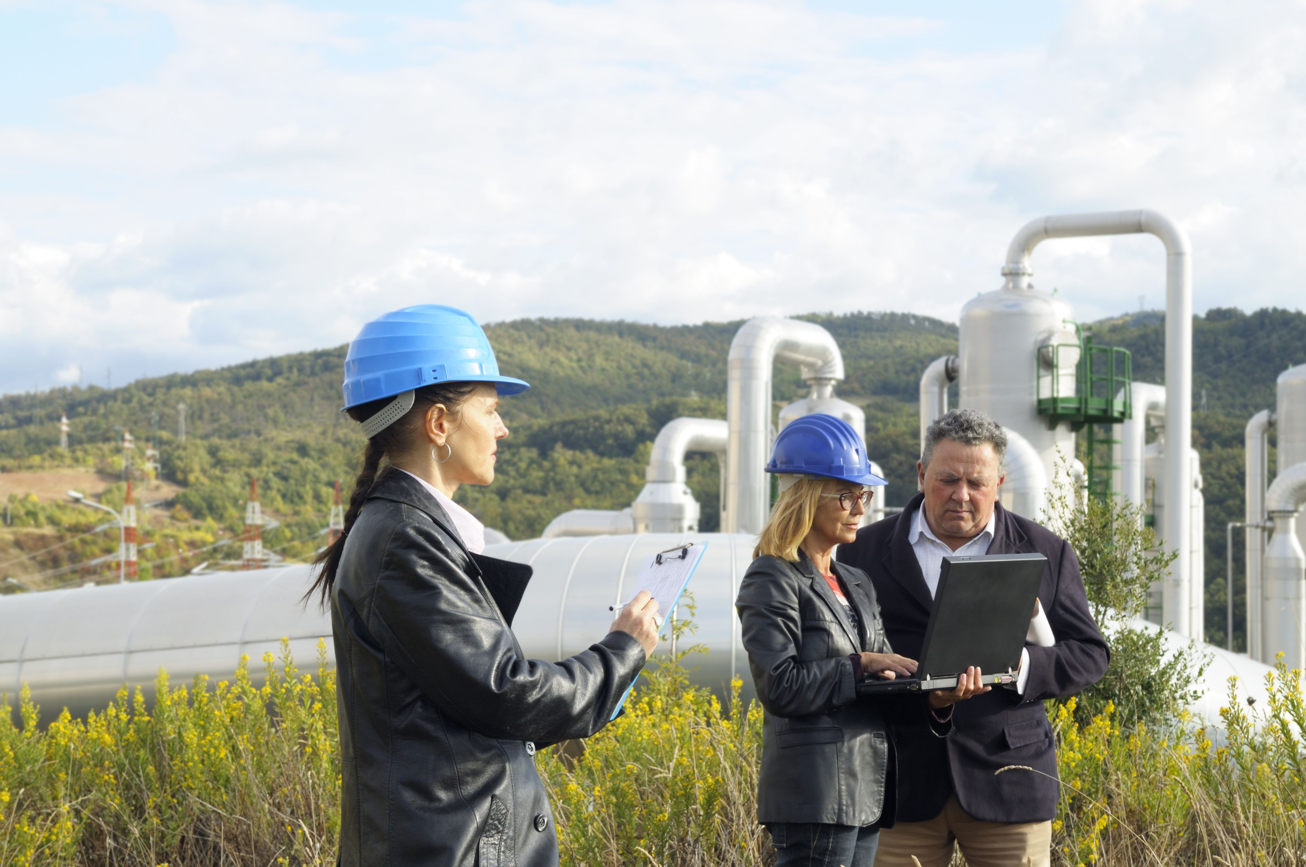 Geologic and petroleum technician with engineers