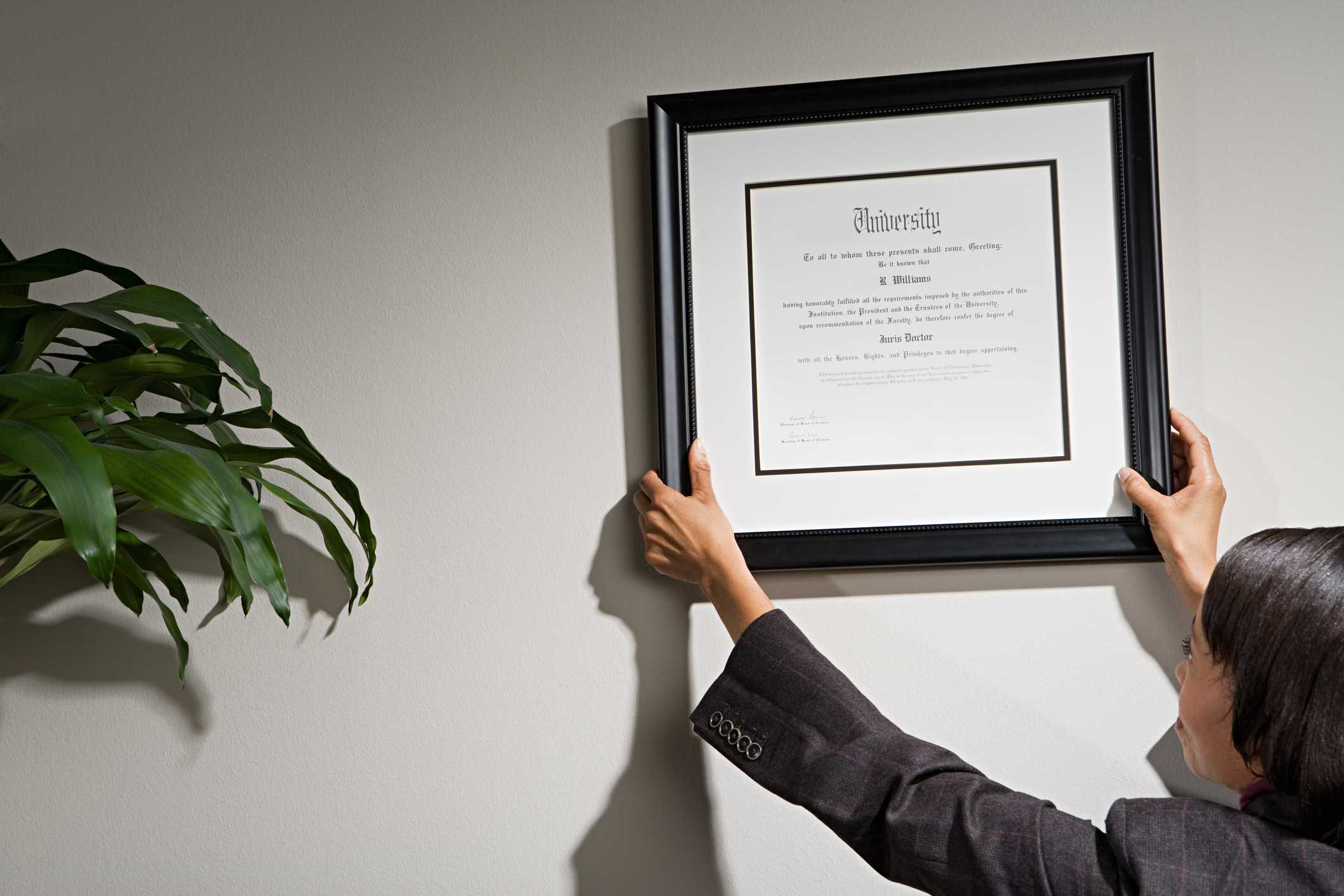 Hanging a certificate